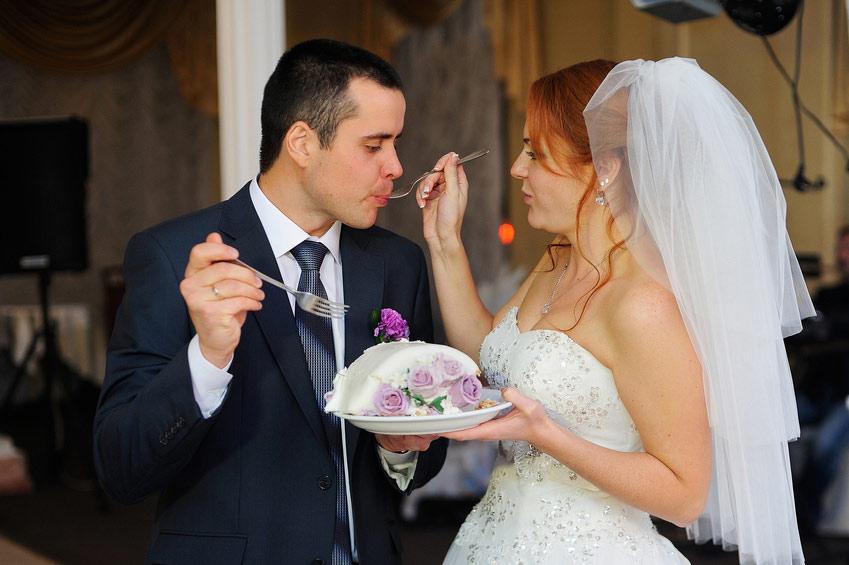 Krájení svatebního doru